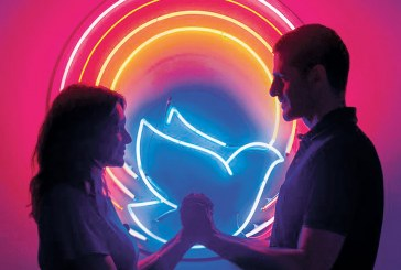 'Divino Amor' é exibido no Topázio