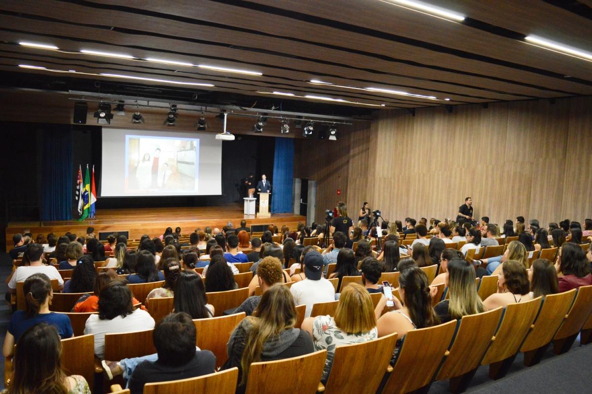Foto 4_Público prestigia palestra do Dr. Rodrigo Vianna
