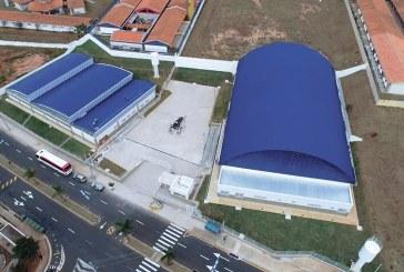 Constrói novos espaços esportivos
